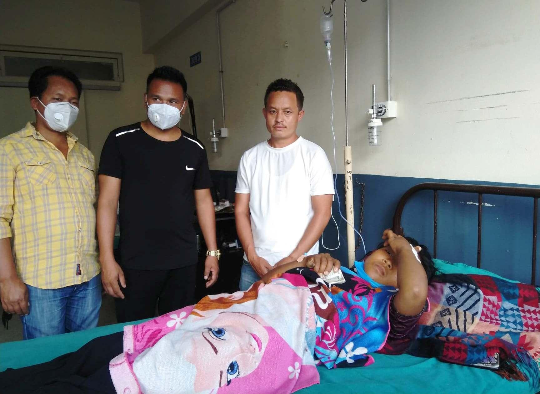 काभ्रेका मजदुर नेता लामाले ३ रोगीलाई सहयोग गर्दै मनाए आफ्नो जन्मदिन