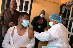 काभ्रेमा कोरोनोविरुद्धको खोप अभियान : मेथिनकोट अस्पतालमा ४ स्थानीय तहका ५ सय बढीलाई लगाइदै