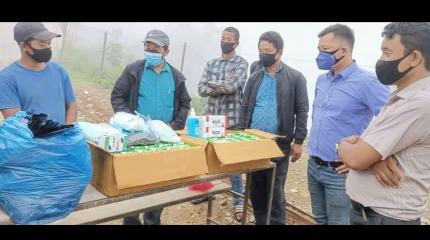 नेकपा माओबादी केन्द्र प्रवास र आहाना नेपालद्धारा खानीखोलाको गाउँ-गाउँमा स्वास्थ सामाग्री वितरण